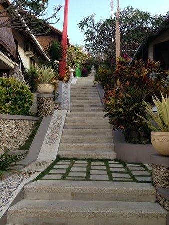 Lembongan Island Beach Villas: Stairs up to the Villa's
