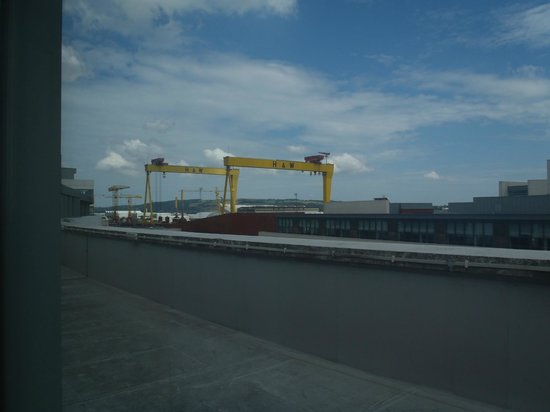 Premier Inn Belfast Titanic Quarter Hotel : The view from the room was spectacular! Samson & Goliath greet you every morning!