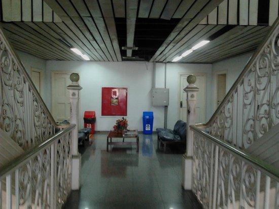 Customs House (Alfandega): Teto com buracos
