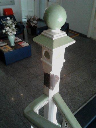 Customs House (Alfandega): Pintura descascando