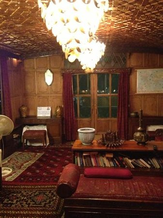 Alif Laila Group of Houseboats: Drawing room
