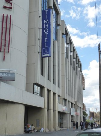 Timhotel Paris XVII Bd Berthier : Homeless shelter is as big as my room was