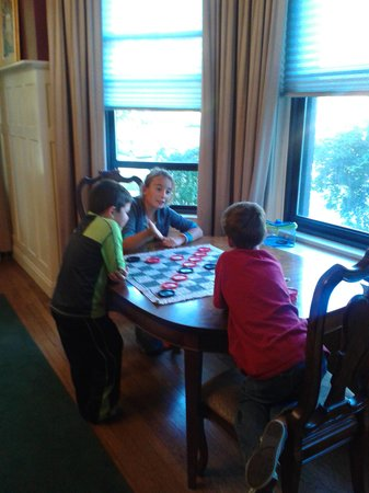 Clifton House: Kids enjoying a game we brought in the dining area.
