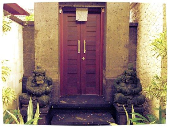 Amansari Villa: Gate Amansari villa ( 3 rooms )