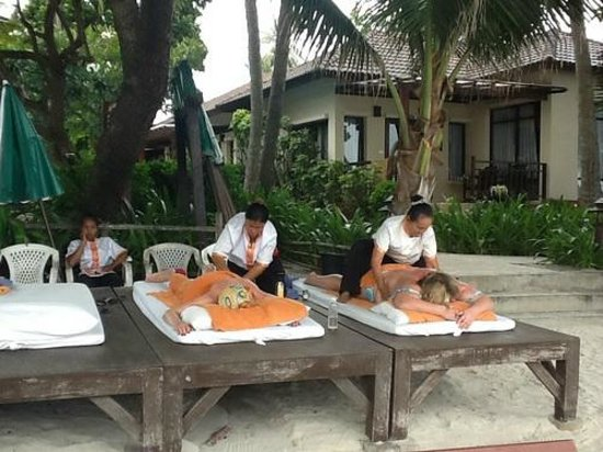 Baan Chaweng Beach Resort & Spa: Massages at the hotel on beach