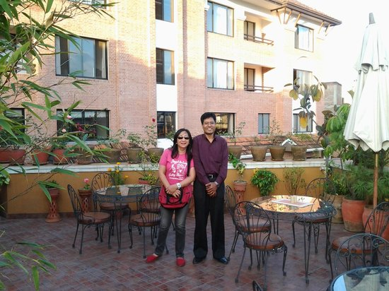 Ambassador Chauni Apartment-Hotel: a picture with the very accommodating General Manager of Ambassador Hotel...