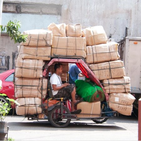Divisoria Market : A tricycle which is one of the most preferred mode of transporation for entrepreneurs.