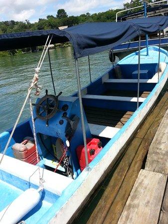 Catamaran Island Hotel : Transport to the cabana