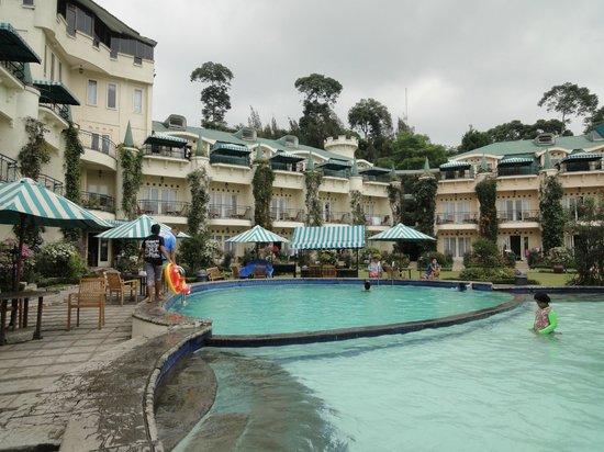 Club Bali Suites Kota Bunga : from pool