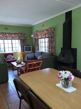 Berghaven Holiday Cottages: Cottage 1 dining/lounge area