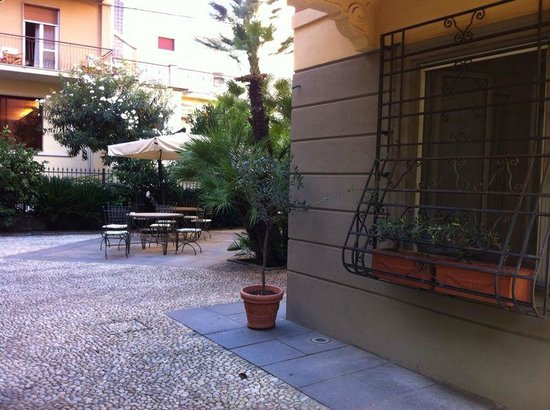 Villa Firenze: Внутренний дворик