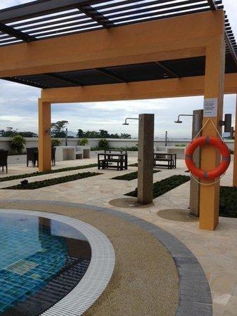 Citadines Uplands Kuching: Pool Area