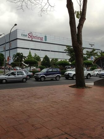 Citadines Uplands Kuching: The Spring Shopping Mall opposite the Hotel