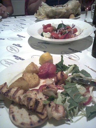 Kyklos Greek Restaurant : chicken kebab