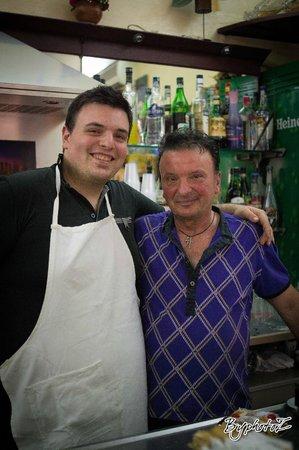 cafe des amis: Francesco e suo figlio :i gestori