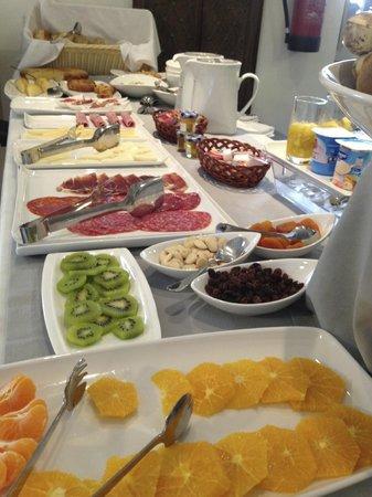 Balcon de Cordoba: breakfast spread