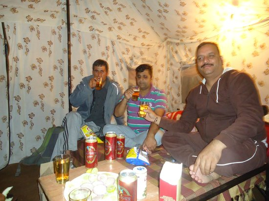 Jispa Journeys: Enjoying with Friends in the Camp