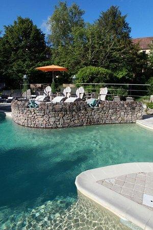 Le Relais Bernard Loiseau : La piscine extérieure