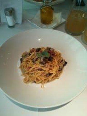 MARIO Pasta-Grill-Bar : Spaghetti mit Schinken/Champignons/Oliven/Paprika/Kräutern (small)
