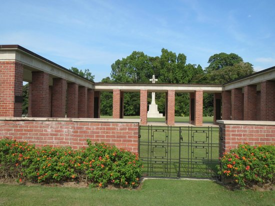 Labuan War Cemetery: Entrance to Memorial