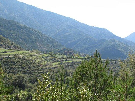Casa de San Martin: Vistas desde jardin a la montaña