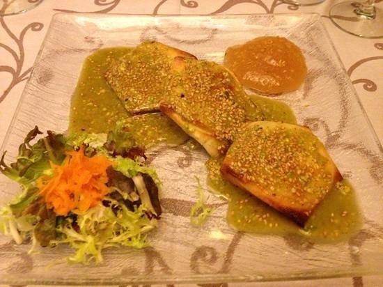La Muga: queso de cabra en salsa de pistacho