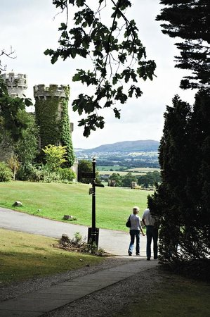 Warner Leisure Hotels Bodelwyddan Castle Historic Hotel: Main Castle and grounds