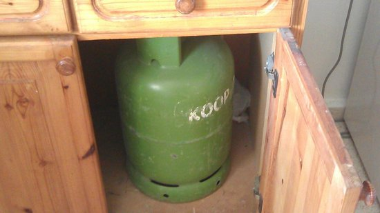 Bare Hill Holiday Village: Gas bottle inside apartment-illegal