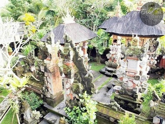 Bayu Guest House: The family temple