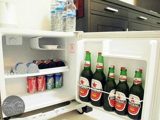 Bayu Guest House : The mini fridge in Rama room