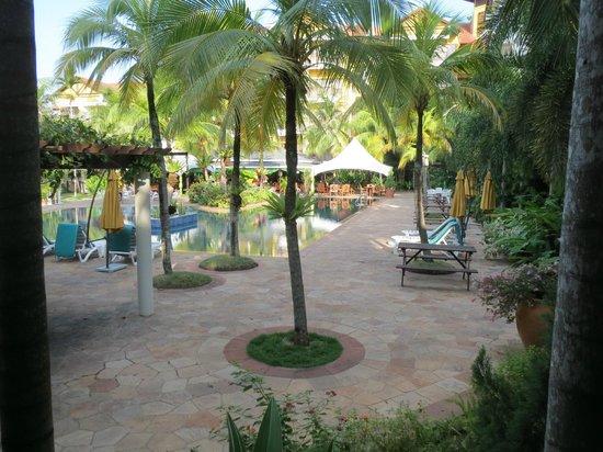 Tiara Labuan Hotel: Courtyard