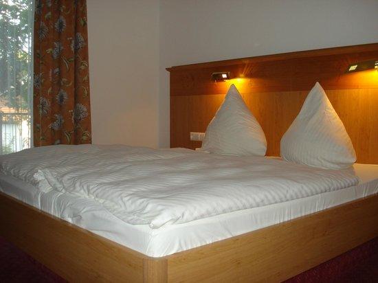 Hotel Hirsch: slaapkamer