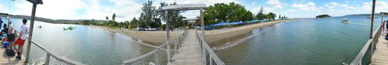 Hideaway Island Resort & Marine Sanctuary: Jetty and the market on the other side