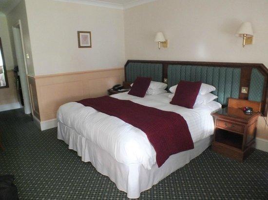 Marygreen Manor Hotel: Garden room bed