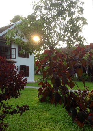 Sanctuary Luang Prabang Hotel : sunset over the garden
