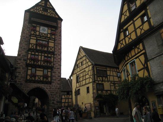 Best Western Hotel Le Schoenenbourg: rondwandelen in het mooie Riquewihr