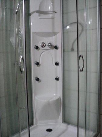 Pensiune Casa Romana: the shower