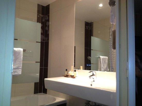 New bathrooms 2013 hotel du theatre Paris 17