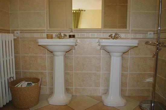 Sous la Tonnelle : la salle de bain de gigi !