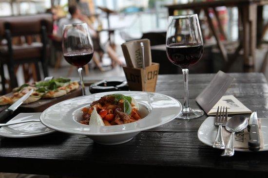 Viva & Aviv: La cuisine est bonne, les vins également.