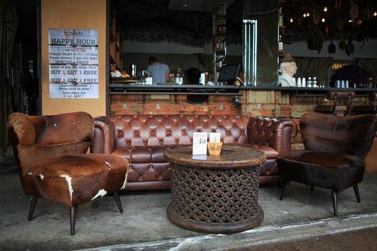 Viva & Aviv: Le mobilier confortable donne envie de rester plus longtemps.