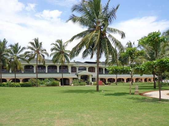 Taj Exotica Resort & Spa Goa: Reception and Lobby area as seen from the Lawns