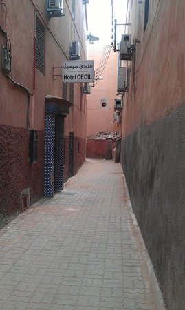 Hotel Cecil Marrakech: alleyway to the hotel