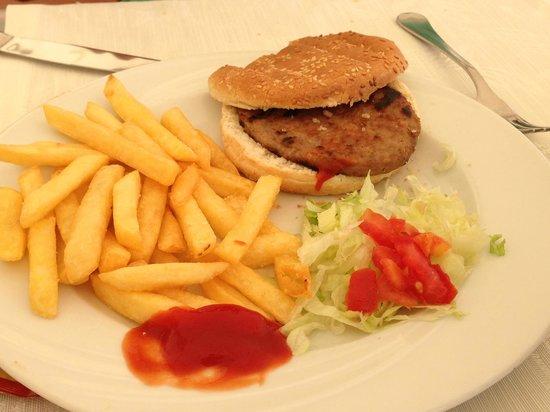 Pullman Timi Ama Sardegna : Burger monstrueux : du jamais vu dans un 5 étoile !