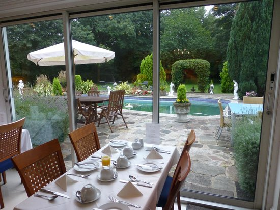Norfolk House Hotel: View from breakfast room.