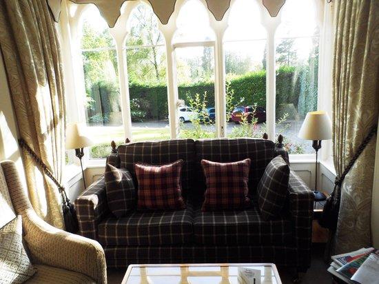 Cedar Manor Hotel and Restaurant: Lounge
