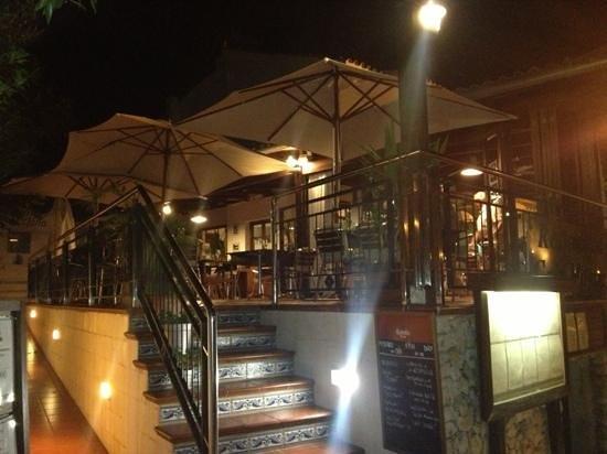 Cala Mitjana : lovely setting