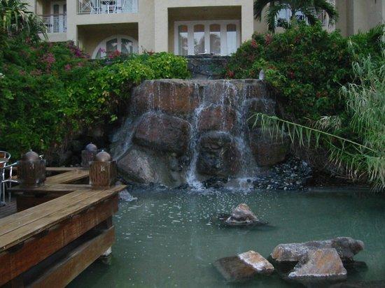 Canonnier Beachcomber Golf Resort & Spa: cascata vicino il bar