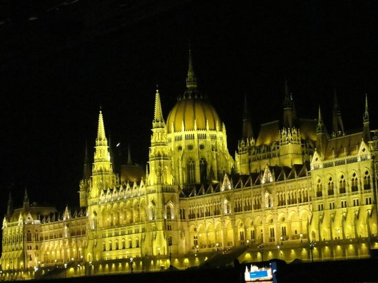 Hotel Erzsebet City Center: Night cruise not to be missed out..The Parliament.
