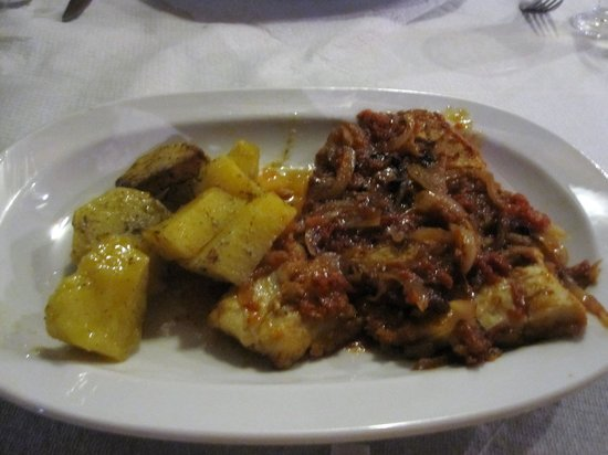Avli: Red snapper with potatoes from the oven